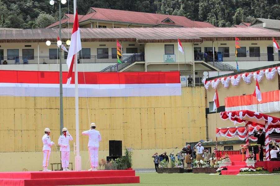 Flag raising ceremony in Highland